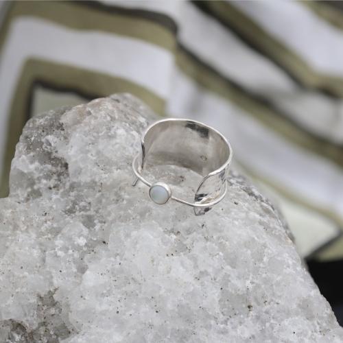 Srebrny Pierścionek z masą perłową VAGABONDS