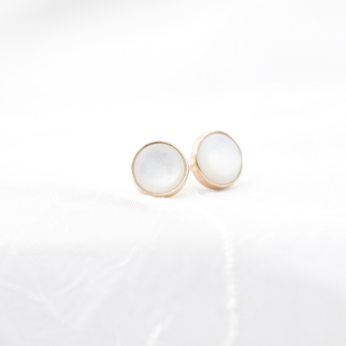 Simple Golden Earrings with Pearl Mate